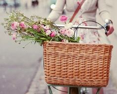 Old bicycle with basket - If I lived in a small country town this would be my first purchase! Filled with fresh bread wrapped in a linen tea towel, Fresh laid eggs and freshly picked country flowers every day! What happiness.