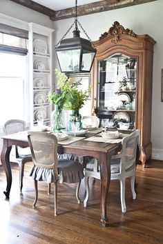 90 Acadian Style Homes Design Ideas That You'll Inspired Country Decor, Decor, House Design, Country Dining Rooms, Home, Dining Room Design, Farmhouse Style Dining Room, Interior, French Country Dining Room