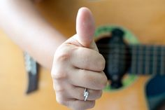 Successfully learning how to play guitar is within the grasp of most people, yet many beginners give up too quickly. Frequently, quitting beginners will blame their lack of time to practice and that playing hurts their fingers. The problem...