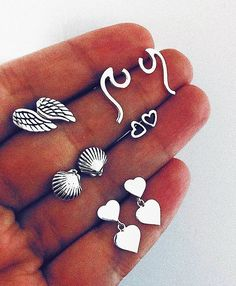 ☾•vιve pleno•☼ (@calabria.store) • Instagram photos and videos Ear Jewelry, Cute Jewelry, Jewelery, Jewelry Accessories, Fashion Accessories, Fashion Jewelry, Girls Tumblrs, Braces Girls, Cute Ear Piercings