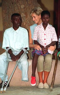 Diana, Princess Of Wales, At Neves Bendinha, An Icrc Orthopaedic Workshop In Luanda, Angola.