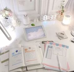 Home office desk decor ideas for girls will make enjoy work time – Office Organization At Work Study Desk, Study Space, Study Corner, Study Room Decor, Study Areas, Study Hard, Study Inspiration, Aesthetic Rooms, Aesthetic Light