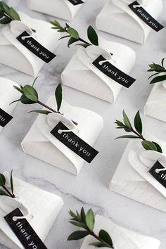 Easy wedding favor packaging ideas.