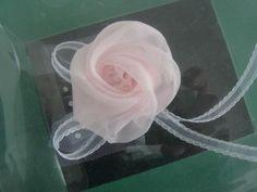 オーガンジーコサージュ、すぐ出来る簡単作り方 - TANAKA式カットソーブログ Ribbon Hair, Crochet Flowers, Hair Accessories, Wedding, Ribbons, Costume, Baby, Valentines Day Weddings, Mariage