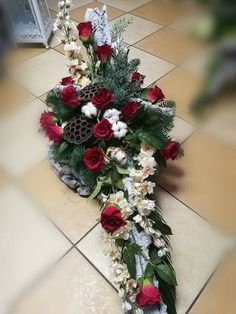 Unique Flower Arrangements, Christmas Floral Arrangements, Unique Flowers, Remembrance Flowers, Online Church, Funeral Flowers, Ikebana, Flower Decorations, Christmas Wreaths