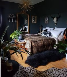 Home Interior Boho Dark walls leopard skin rug and throw and golden accessories in the bedroom. Very luxurious Interior Boho Dark walls leopard skin rug and throw and golden accessories in the bedroom. Dream Rooms, Dream Bedroom, Master Bedroom, Royal Bedroom, Bedroom Art, Interiores Art Deco, Dark Interiors, Aesthetic Bedroom, My New Room