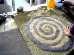 Валяем простой коврик из троицкой шерсти - YouTube