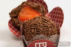 Receita de Brigadeiro recheado com morango em receitas de doces e sobremesas, veja essa e outras receitas aqui!