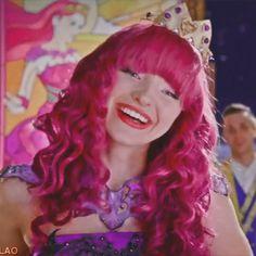 Disney Descendants 3, Descendants Cast, Decendants, Dove Cameron, Queen, Disney Pictures, Movies And Tv Shows, Aurora Sleeping Beauty, Disney Princess