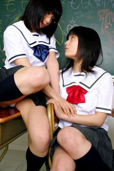 【JKレズ画像】制服とか着て抱き合ったりベロチューしてる女子校生レズビアンの画像wwww04