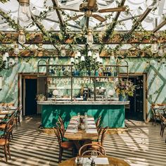 for sun in . Via ・・・ The verdant rooftop garden lounge at Pink Mamma is one example of the go-big-or-go-home…Hoping for sun in . Via ・・・ The verdant rooftop garden lounge at Pink Mamma is one example of the go-big-or-go-home… Restaurant Design, Restaurant Vintage, Decoration Restaurant, Deco Restaurant, Outdoor Restaurant, Rustic Restaurant Interior, Italian Restaurant Decor, Restaurant Restaurant, Pub Decor