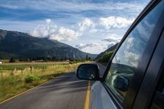 Are you prepping for your summer vacation? Planning a road trip? Check out these road trip tips before you pack your car! Summer Travel, Travel With Kids, Jdm, Learn Drive, Bon Plan Voyage, Asphalt Road, Driving School, Road Trip Hacks, Road Trips