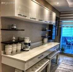 Adding a counter where the upper cabinets, extra shelves and extra pouffes are placed on the opposit Kitchen Themes, Kitchen Colors, Kitchen Decor, Upper Cabinets, Kitchen Cabinets, Crea Design, Kitchen Dinning Room, Diy Casa, Luxury Homes Dream Houses