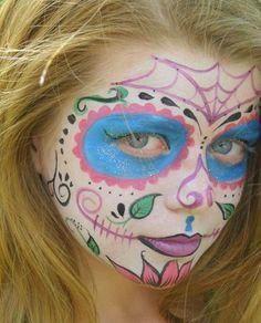 El maquillaje de Catrina para niñas es muy sencillo de hacer, solo debes dejar volar tu imaginación. ¿Cuál es tu favorito?