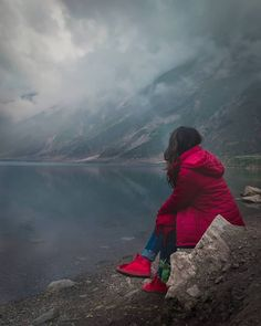 Download Sad Girl Sitting Alone Best Profile Picture For Whatsapp Dp