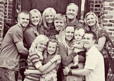 family photo ideas, cousins hugging or arms around shoulders for big boys