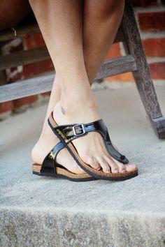 Birkenstock Fashion, Birkenstock Sandals, Birkenstock Mayari, Winter Shirts, Gorgeous Feet, Couple Outfits, Comfortable Sandals, Sexy Feet, Navy Tops