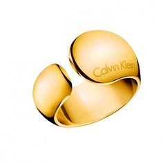 Informal by Calvin Klein - Yellow gold stainless steel ring. / Anillo de acero inoxidable en oro amarillo.