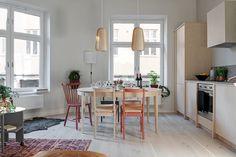 Naturmaterial och harmoni - kika in i veckans hem! Kitchen Models, Kitchen Sets, Open Plan Kitchen, Kitchen Island, Scandinavian Apartment, Scandinavian Interior Design, One Bedroom Apartment, Apartment Ideas, Dining Decor