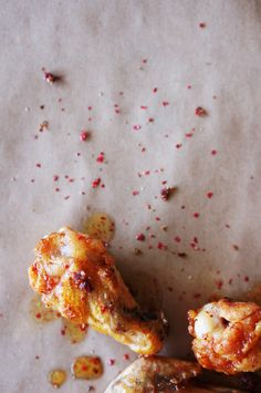 Pink Peppercorn and Honey Glazed Chicken Wings Chicken Wing Recipes, Meat Recipes, Cooking Recipes, Gourmet Recipes, Honey Glazed Chicken, Asian Chicken, Yummy Appetizers, Appetizer Recipes, Tailgating Recipes