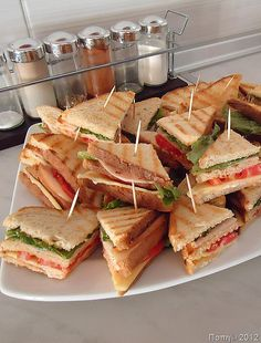 Club for party! Sleepover Food, Party Food Platters, Think Food, Brunch Party, Snacks Für Party, Food Decoration, Aesthetic Food, Food Cravings, Food Presentation