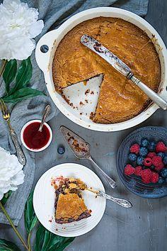 Esta es la mejor receta del pastel vasco relleno de frutos rojos y la más sencilla de preparar. Este verano he visitado el País Vasco, y aunque en el