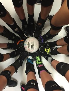 Sport shoes photography volleyball new Ideas Volleyball Team Pictures, Volleyball Memes, Volleyball Tournaments, Volleyball Setter, Softball Senior Pictures, Basketball Drills, Beach Volleyball, Senior Pics, Volleyball Crafts