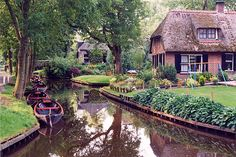 Giethoorn, Holland: A town with no roads, only boats