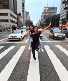 """209 curtidas, 2 comentários - Carol Oliveira (@carol_luly) no Instagram: """"Negaaaa parabéns pelo seu dia !! Que Deus te abençoe muito muito muito, te de muitos anos de vida,…"""" Foto tumblr com melhor amiga Foto com a amiga Avenida paulista Foto com amiga na avenida paulista"""