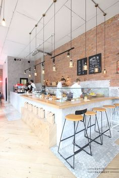 I know you love to drink coffee, but hey, as a design traveller you like to drink your latte, filter coffee or espresso in a beautiful designed spot right? I've collected the most beautiful coffee caf #restaurantdesign