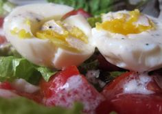 Tomato Egg Salad with Lemon Dressing: This simple salad recipe calls for medium-boiled eggs seasoned with a lemon vinaigrette. Hearty spinach stands up to the eggs and chopped tomato adds a sweet juicy texture. #MeatlessMonday