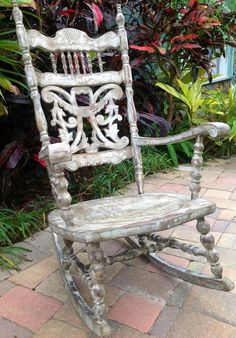 Absolutely Beautiful Antique Rocking Chair by ZBestDistressed - Shabby Chic Shabby Chic Shelves, Shabby Chic Chairs, Shabby Chic Interiors, Shabby Chic Homes, Shabby Chic Furniture, Old Rocking Chairs, Rocking Chair Nursery, Rocking Chair Porch, Rocking Chair Makeover