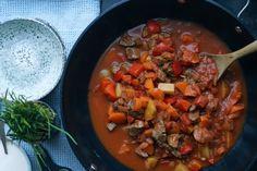 Gullashsuppe Ratatouille, Wok, Pot Roast, Thai Red Curry, Ethnic Recipes, Creme, Tips, Potato Soup, Carne Asada