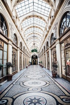 The Ultimate Paris, France Travel Guide: All the Must See Instagram, Travel Photography, Food, Cafes, Things to do, and Shopping Spot plus Travel Tips for the First Time Visitor! galerie gallery vivienne #travel #paris #france