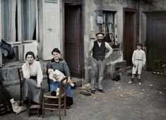 Photos: Some of the earliest color images of life around the world. Here: France, Paris (Family in the Rue du Pot-de-Fer), © Musée Albert-Kahn First Photograph Ever Taken, Gropius Bau, Albert Kahn, World C, Alfred Stieglitz, Museum, What The World, Color Filter, Color Photography