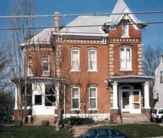 Italianate (1840-1885) Ottumwa, Iowa Balanced, symmetrical facade Decorative details: crowned doors One-story entrance porch Arch emphasis over tall, narrow windows 2 or 3-stories Low pitched roof Wide overhanging eaves with decorative brackets May have square cupola or tower