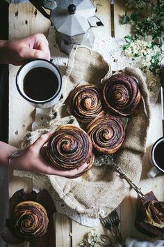 Tourbillons Briochés Chocolat Noisettes ou Praliné Food Styling, Tourbillons, Food Photography, Sweets, Stuffed Peppers, Bread, Vegan, Desserts, Pains