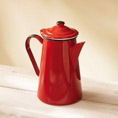 Inspirée des cafetières à l'ancienne, elle est idéale pour garder au chaud le café du matin. En émail.