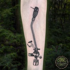 Alright, don't lose your shit, now. Friday is upon us and the weekend has just begun. Get your old school jams on with this wicked nostalgic piece from @jsuchoza at @offthemaptattoo. This is effin classical jams right here in so many ways it's punny. ;) #INFINITEYES #droptheneedle #ilovemusic #vinyljunkie #addictedtomusic⠀ ⠀ #blackink #blackworkers #blacktattoo #darkart #traditionaltattoo #forearmtattoo #armtattoo #vinyltattoo #musiclovers #musictattoo #turntableism #turntable⠀ ⠀…