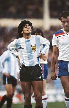 Argentina player Diego Maradona and England player Ray Kennedy look on during an International friendly match at Wembley Stadium on May 1980 in London, England. Get premium, high resolution news photos at Getty Images Argentina Players, Fifa, World Football, Pure Football, Diego Armando, England Players, Legends Football, Football Images, Classic Football Shirts