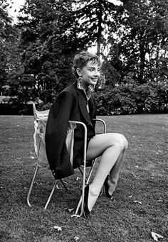 ღღ Audrey Hepburn photographed by Dennis Stock during the filming of Sabrina, Long Island, New York, Audrey Hepburn Born, Audrey Hepburn Photos, Brigitte Bardot, Classic Hollywood, In Hollywood, Marlene Dietrich, Sabrina 1954, Viejo Hollywood, Grace Elizabeth