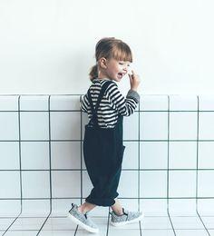 Latzhose mit Zierstickerei und Taschen