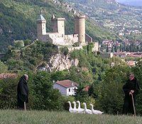 Visit castles and villages in the Pyrenees (photo: Chateau de Foix)