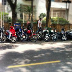 Da série ONDE TEM UMA TEM DUAS (ou mais) ... envie também a sua foto ! ... #scooter #use_scooter #scooterista #motonauta #onde_tem_1_tem_2 http://www.scooterista.com.br/