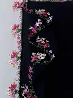 Knitted Poncho, Knitted Shawls, Dupatta Setting, Moda Emo, Knit Shoes, Pakistani Dress Design, Needle Lace, Piercings, Sweater Design