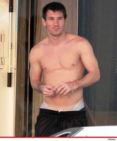 Lionel Messi -- Best Shirtless Futbol Player