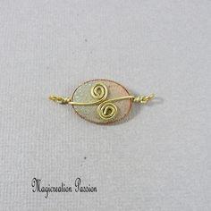 Connecteur cabochon soie vert, beige et doré Arabesque, Brooch, Stud Earrings, Cabochons, Montage, Boutique, Jewelry, Playing Card, Stud Nails