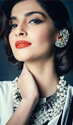 Trendy Ideas Indian Bridal Hair Style Sonam Kapoor - New Site Bollywood Fashion, Bollywood Actress, Bollywood Style, Bollywood Celebrities, Sonam Kapoor Hairstyles, Beauty Makeup, Hair Makeup, Bridal Braids, Indian Bridal Hairstyles