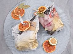 DIY-Anleitung: Geschenktütchen aus Zeitungspapier herstellen via DaWanda.com