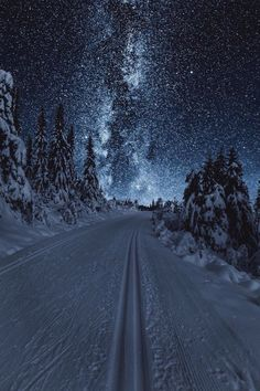 """banshy: """" Austlid by: Sondre Eriksen """" - This landscape looks surreal because the land looks more lit by the sky than it actually is Beautiful World, Beautiful Places, Beautiful Norway, Beautiful Sky, Winter Scenery, Night Scenery, Christmas Scenery, Winter Beauty, Belle Photo"""